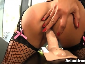 Sybian ride leads to a loud orgasm in stockings