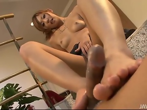 Erena Kurosawa explores her boyfriends body with her to