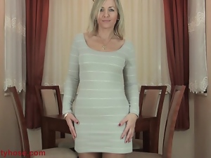 MILF flashes her pantyhose