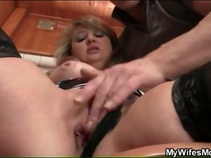 Mature cunt fingered in her bathroom