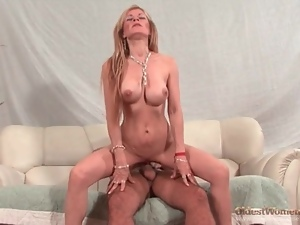 Perfect body on the mature chick he fucks lustily
