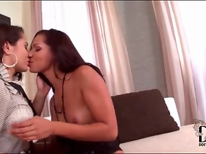 Classy chicks kissing and sucking the guy