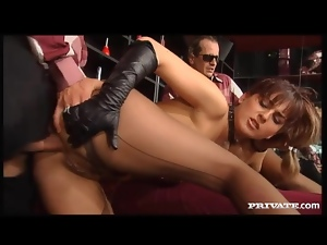 Kinky anal sex with Silvia Lancome in leather gloves