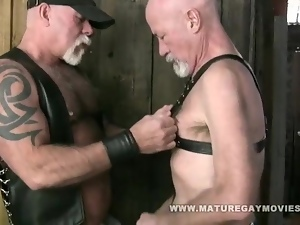 Muscle Daddy Mac Brody Bareback His Skinny Friend