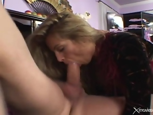 Swallowing toes of a hottie before he fucks her