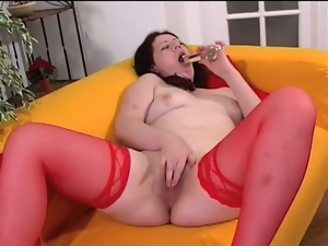 Chubby wifey toying her pussy at home