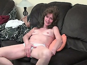 Nympho granny rubs her hairy pussy
