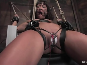 Torturing Asian Jandi Li with Toying Pleasure in Bondage Session