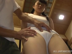 Kaede Horiuchi gets her vag fingered and toyed before riding a cock