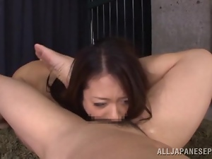 Hot Japanese chick gets fucked in her mouth in a prison cell