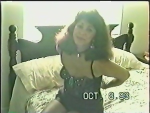 Hot milf pleases herself in amateur vintage video