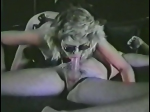 Slutty blonde's double teamed in vintage clip