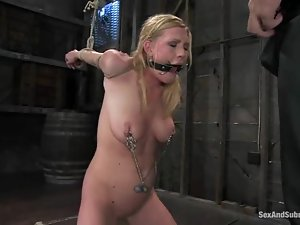 Blindfolded babe is being poked in the bondage
