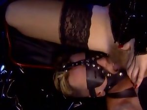 Kinky sluts sit on guy's face and ride his dick excitedly