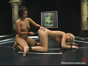 Jenni Lee licks the pussy and gets toyed by DragonLily
