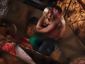 Luxury blond chick is stunning with a cock in her beaver