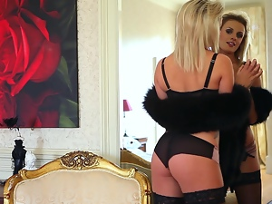 Desirable and smoking hot blond siren Amy Green is going to do some hot things