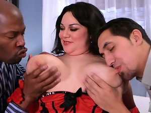 BBW gets threewayed by two dudes
