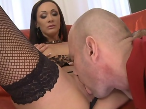 MILF loves her sweet ass fucked
