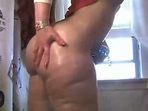 Big booty Milf squirting