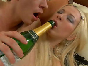 Blonde amateur gets her ass fucked