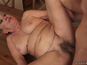 Fucking mature snatch on the kitchen table