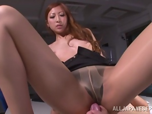 Reira Aisaki gets her pussy licked before giving a blowjob