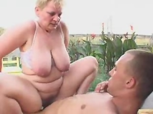 Fat blonde granny gets stunningly fucked in the yard