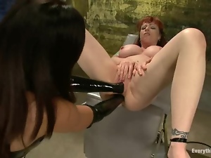 Big tittied Isis Love and Kylie Ireland toy their asses