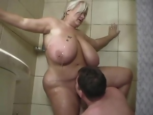 BBW has astonishing sex with a guy while taking shower together