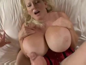 Mature Cougar Kayla Kleevage got some enormous tits