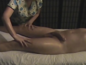 Nice handjob on a hidden cam from a naughty masseur
