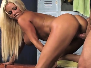 Horny Babe decides to go to local gym to spot some hot guy and convince him to have a hot blowjob