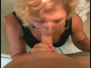Mature chick makes booty call and sucks off cock