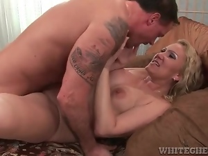 Curvy mature on top and taking dick in cunt