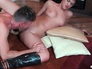 Dude goes down on dirty girl in boots
