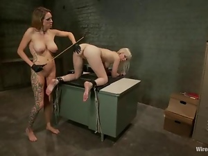 Amazing Cherry Torn gets her sexy ass cheeks whipped