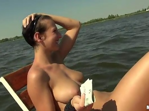 Amateur Nikol pussy screwed up on boat