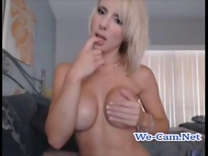 Sexy shorthair blonde faketits play toys on webcam