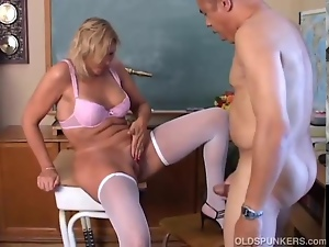 Mature Blonde Gets Her Cunt Dril...