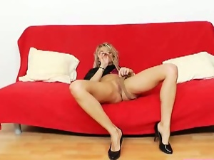 Sophia magic takes nylons out of her pussy
