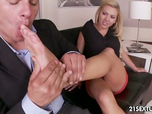 Riley reece gives great footjob before fucking