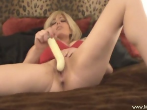 Hot milf mia solo masturbation