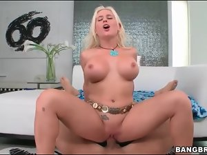 Super sexy fuck slut with fake tits rides bone