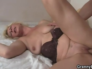 Old body banged by long young cock