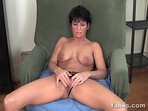 Pierced Filthy bitch Kassandra Masturbating