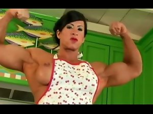 Muscle Mama in the Kitchen
