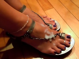 Cumshot on feet in chain shoes