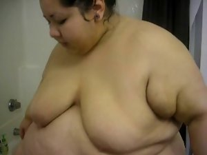 Sexual SSBBW in the Shower