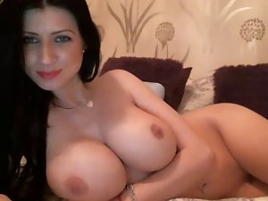 Sensual Dark haired Rubs Clit On Cam